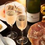 パーティーの乾杯や女子会、記念日にピッタリな「スパークリングワイン」