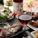お肉と相性抜群の赤ワイン。お好みをお伝えいただければオススメのワインをご紹介いたします