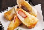 バナナとわらび餅・いちごとカスタード 2種の春巻きデザート