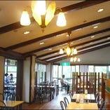 ログキャビン風のレストラン