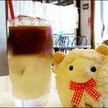 牧場の牛乳たっぷり!エスプレッソと合わせた2層の冷たいカフェ・ラテ