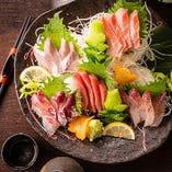 北陸や山陰の鮮魚を思う存分に楽しめる「特上5点盛り合わせ」