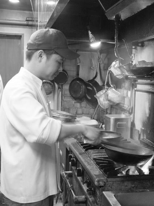 ベトナム料理人が腕を振るう本格料理