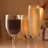 樽出しスパークリングワインや自然派ワインもございます!