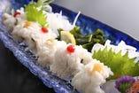 季節の旬の食材を海ほたるでは用意しております。春~夏は鱧料理、秋、冬は美味しい白子料理など季節の美味しい海鮮を召し上がっていただけます。