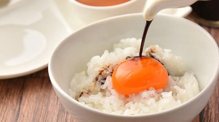 燻製醤油がシンプルな卵の旨みをグッと引き立てます。