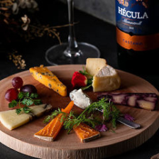 多彩な個性を味わう厳選チーズ