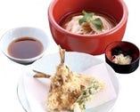 秋田名物「ハタハタ」の天ぷらを 温かいうどんと一緒に