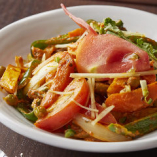 「パニール ベジタブル ジャルファレージ」は、玉ねぎとトマトを使った当店の自家製チーズ入り野菜カレーです