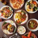 色彩豊かなインド料理をたくさんテーブルに並べて、エスニックムード満点の飲み会を!
