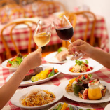 飲み放題では、豊富なワインや生ビール、スパークリングワインも楽しめます