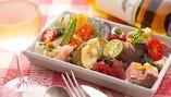 品数30品 食材60種以上!「季節の前菜盛り合わせ」は大人気♪