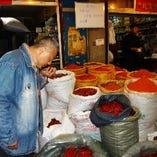 中国からオーナーの目利きで仕入れるオリジナル香辛料