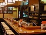 一階はおでんカウンターとテーブル3卓