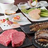 伊勢海老や黒あわびなどの贅沢な素材を豪快に調理いたします。