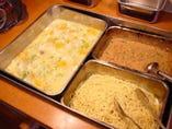 日替わりのメイン料理と小鉢料理