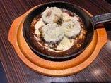 ゴーヤの肉詰め〜自家製デミグラスソースとチーズソース〜