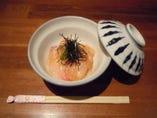 【八幡浜の鯛飯】 刺身の鯛に生卵をかけるのが八幡浜風!