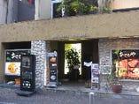 仲見世中央付近左側のあさひやビルの3階にお店がございます。