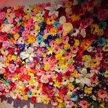 エントランスにはインスタ映えはもちろん、お見送りに最適な彩り鮮やかな花をあしらいました。