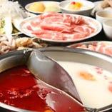 当店自慢の漢方素材を扱った四川火鍋。芳ばしい香りが大人気。