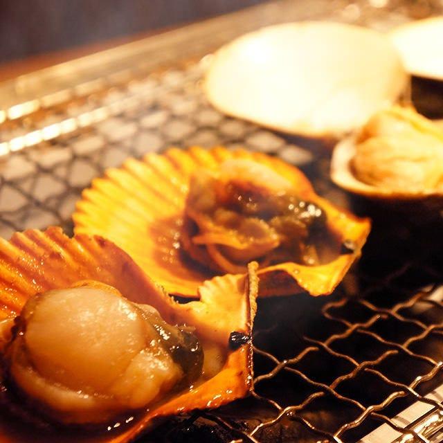 自分で焼く貝の炭焼きや貝の御造りも!