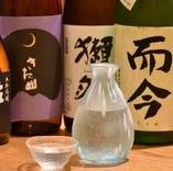 料理に合う日本酒も、多数取り揃えております。