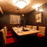 最大8名様迄着席可能な優雅な雰囲気の完全個室は接待におすすめ