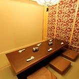 ご用途・人数に応じて個室へとご案内致します。接待・ご会食などおもてなしの場としても最適な空間となっております。