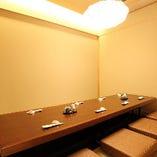 旬魚で彩る寿司と趣ある佇まいの個室が風流な和の心を呼び覚まします。静やかな時の流れとともに老舗寿司をご堪能下さいませ。