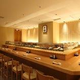 この道30年の板前が握る寿司を目の前でお楽しみ頂け、やり取りが楽しい寿司屋の醍醐味の場。