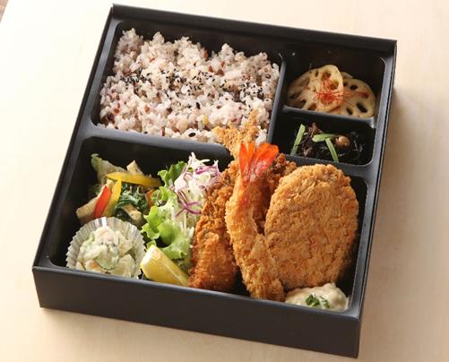 お弁当は数種類1000円からご用意しております。