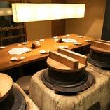 大かまど前のテーブル席はご宴会にも最適です。