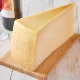厳選したこだわりのチーズ【北海道】