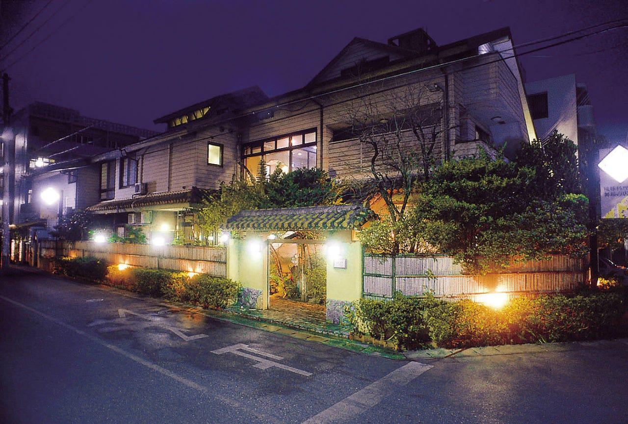 琉球料理と琉球舞踊 四つ竹 久米店