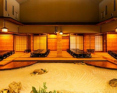 琉球料理と琉球舞踊 四つ竹 久米店 店内の画像