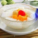〆のデザートには杏仁豆腐を。ミルクの甘く濃厚な味わいが絶品。