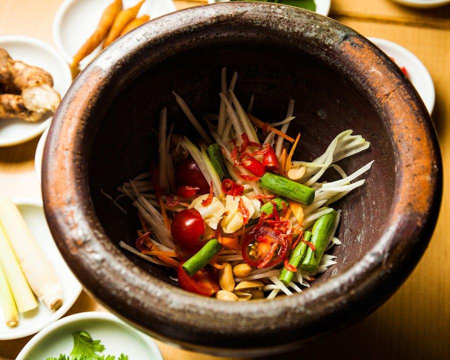 タイ料理ならではのハーブやスパイスを料理ごとにブレンド