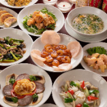 コースは海老チリや餃子など人気料理が入ってお1人様3,500円~