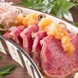 『牛赤身の炙りステーキ風』 一度食べたら夢中になる美味しさ♪