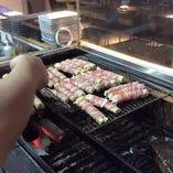バラや皮、豚巻もちなど、様々な串焼きあります!80円(税抜)~