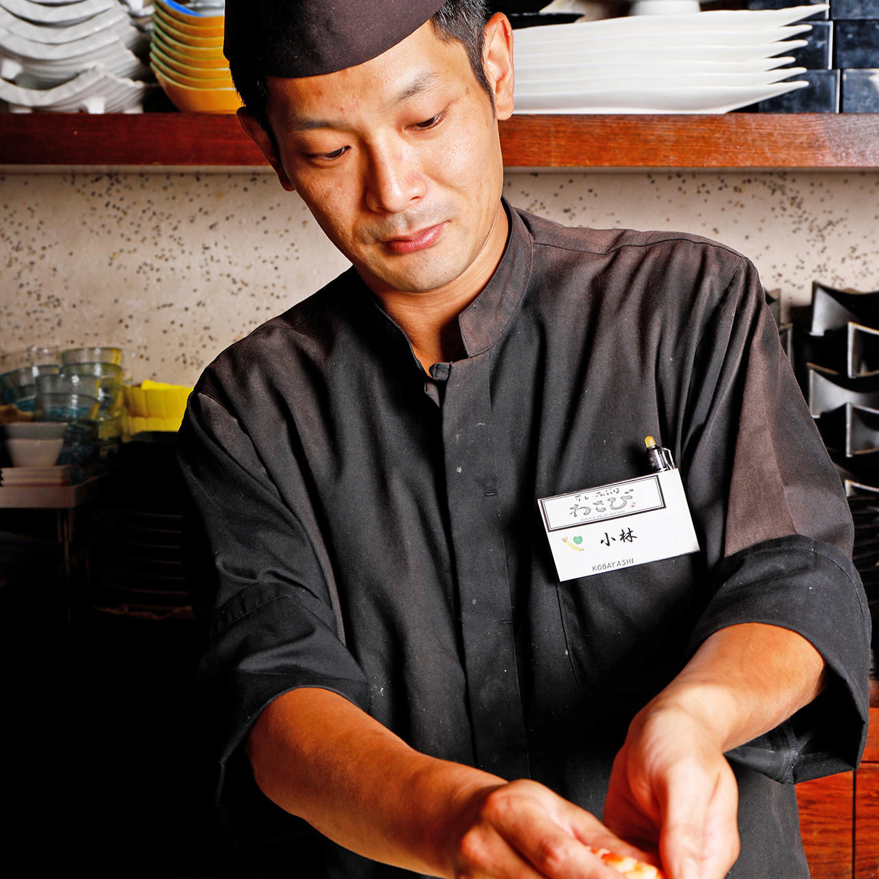 迫力のある広いカウンター席は、料理人との会話も愉しめます