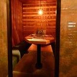 《テーブル半個室》2名様からご用意できる半個室で特別な日のデートを。2~4名様