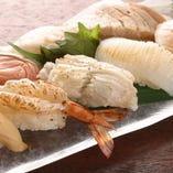 季節の鮮魚で炙り寿司。