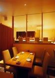 柔らかな光の間接照明が心地良いテーブル席 半個室2名様~