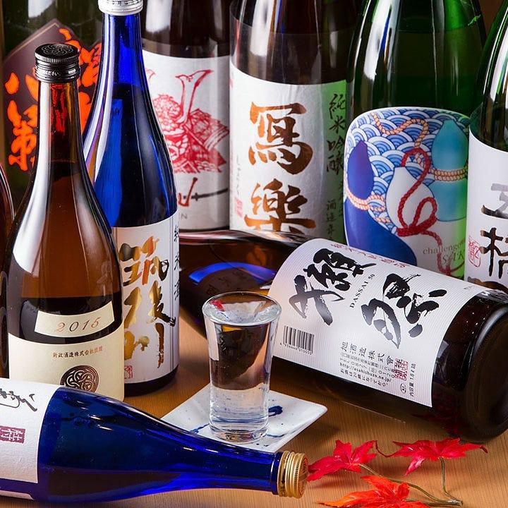日本酒は常時40種類以上の品揃え!飲み比べセットもございます。