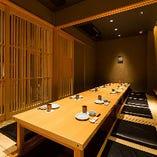 落ち着いた雰囲気の個室で美味しい料理とお酒をご堪能いただけます。