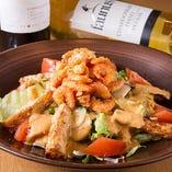 小海老と揚げジャガのサラダ