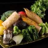 地元・福岡産を中心に厳選した旬な食材を使用!