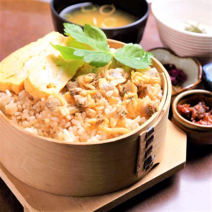 江戸の郷土料理の1つ深川めしはランチ限定!あさりの旨味が最高